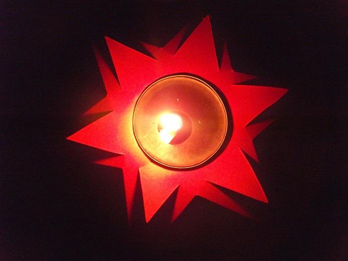 Weihnachtssongs und Kerzenlicht