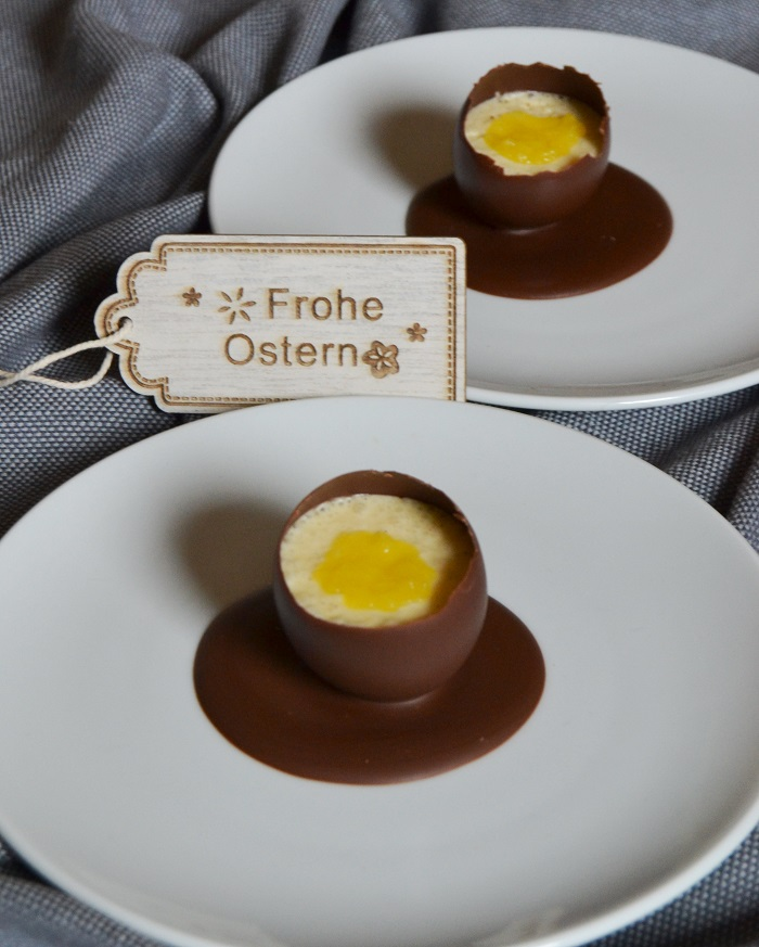 Schokoladen-Eier mit weißer Mousse und Mangopüree - Carotellstheworld